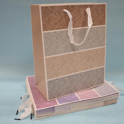 Kesa papirna u raznim bojama 12 komada