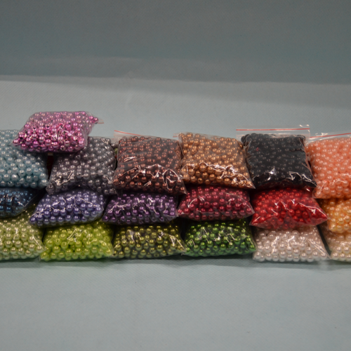 Perlice u raznim bojama