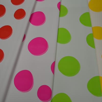 Ukrasni papir sa tačkama u raznim bojama