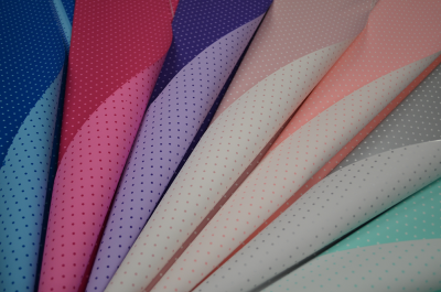 Ukrasni papir tačkicama u više boja