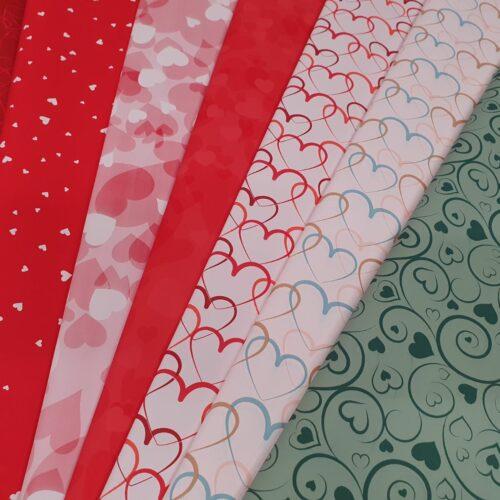 Ukrasni papir sa srcima u više varijanti i boja