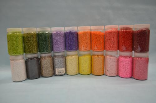Granulat u raznim bojama